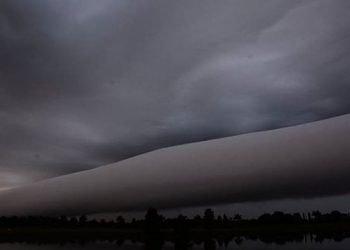 """inquietante-""""nube-a-rotolo""""-appare-sui-cieli-della-florida:-cielo-spettrale"""