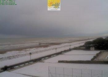 nevica-fin-sulle-coste-dal-veneto-alla-romagna:-ecco-le-spiagge-imbiancate