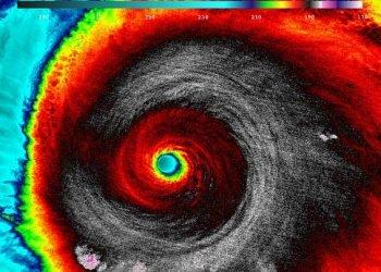 impresa-estrema:-in-volo-dentro-l'uragano-patricia,-immagini-impressionanti