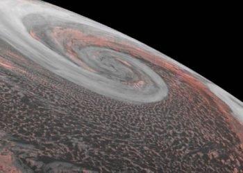 immenso-ciclone-sul-mare-di-bering,-spettacolare-filmato
