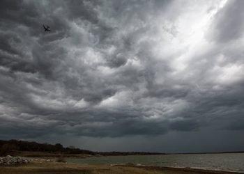meteo-in-diretta:-roma-e-lazio,-forte-temporale-giunge-dalla-costa-venti-rafficosi,-visibilita-azzerata-dalla-pioggia.