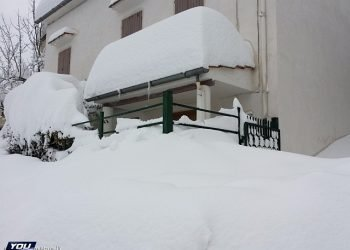 apocalisse-bianca-anche-in-abruzzo:-paesi-sommersi-da-quasi-2-metri-di-neve