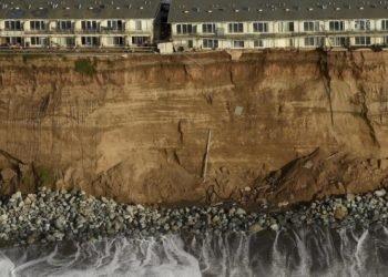 mareggiate-in-california,-interi-condomini-rischiano-di-crollare,-le-foto