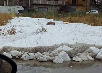 nuovo-super-nubifragio-in-sicilia:-fiumi-d'acqua-e-ghiaccio,-auto-sommerse