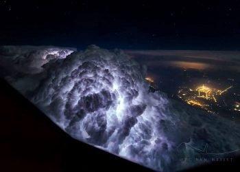 spettacoli-del-cielo-visto-dall'alto:-dalla-tempesta-di-fulmini-alle-aurore