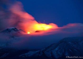 i-vulcani-danno-spettacolo:-nuovo-parossismo-sull'etna,-mentre-sul-vesuvio…