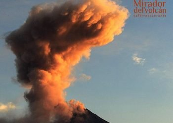 spettacolare-duplice-eruzione-del-vulcano-colima:-colonne-di-fumo-altissime