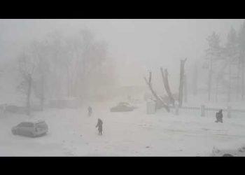 raro-temporale-di-neve-a-kemerovo,-siberia.-video