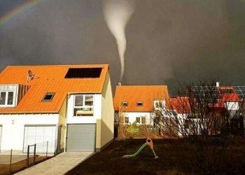 baviera,-meteo-estremo:-improvviso-tornado-causa-danni-a-50-case