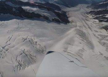 video-meteo-e-natura:-vista-dall'aereo-dei-ghiacciai-del-monte-bianco