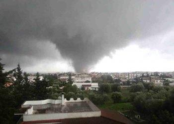 il-grande-tornado-all'ilva-di-taranto-del-2012:-le-immagini-shock
