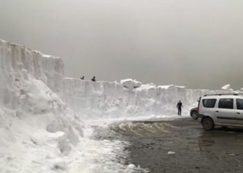 strano-meteo-di-luglio,-tanta-neve-in-romania,-al-lago-balea