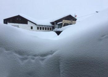 meteo,-e-allarme-per-pioggia-e-neve:-accumuli-nevosi-imponenti-sulle-alpi-piemontesi