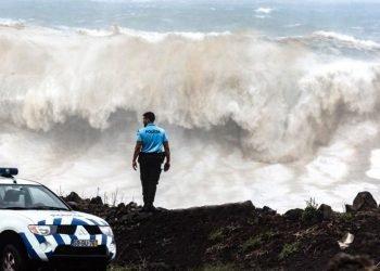il-meteo-estremo-dell'uragano-lorenzo:-i-danni-sulle-isole-azzorre