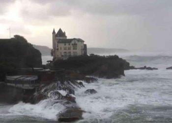 francia,-immagini-impressionanti-del-mare-in-tempesta:-video-meteo