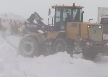 terribile-tormenta-di-neve-colpisce-il-kazakistan,-isolata-la-capitale-nur-sultan
