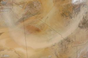 enorme-tempesta-di-sabbia-catturata-dal-satellite