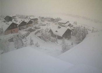 alpi-sepolte-da-nevicate-eccezionali:-accumuli-di-oltre-un-metro-e-mezzo