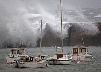 la-tempesta-di-natale-dirk-spazza-l'europa.-vento-a-100-km/h-su-londra-e-parigi