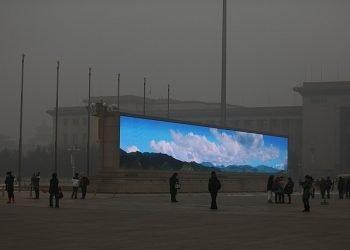 smog-senza-fine-a-pechino:-ecco-come-il-cielo-torna-virtualmente-azzurro