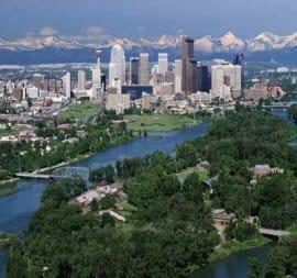Nell'immagine (fonte www.calgarycanadianrockies.com) lo skyline di Calgary, con le Montagne Rocciose sullo sfondo. Ha piovuto molto nella metropoli dell'Alberta recentemente.