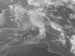 Dal sat (copyright eumetsat da www.meteogiornale.it/meteosat) si nota l'entrata del fronte freddo sul Mediterraneo nord-occidentale con la nuvolosità più intensa presente sulle zone prospicienti il Mar Ligure e il Nord Ovest Italia. Per l'animazione sat delle ultime 6 ore si consiglia: www.meteogiornale.it/live/meteosat.php?type=anim