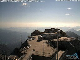 www.zugspitze.de Mattinata serena e luminosa, stamani, sulla vetta tedesca dello Zugspitze, a quasi 3000 metri di altezza, in attesa del nuovo peggioramento del tempo.