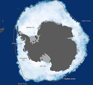 La mappa qui sopra mostra estensione del ghiaccio marino intorno all'Antartide il 26 settembre 2012, quando il ghiaccio ha coperto parte dell'Oceano Meridionale più che in qualsiasi altro momento dall'inizio delle rilevazioni satellitari. Fonte Earth Obeservatory Nasa.