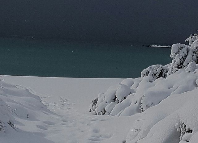 L'incredibile scenario dal Salento, la tanta neve fin sul mare.